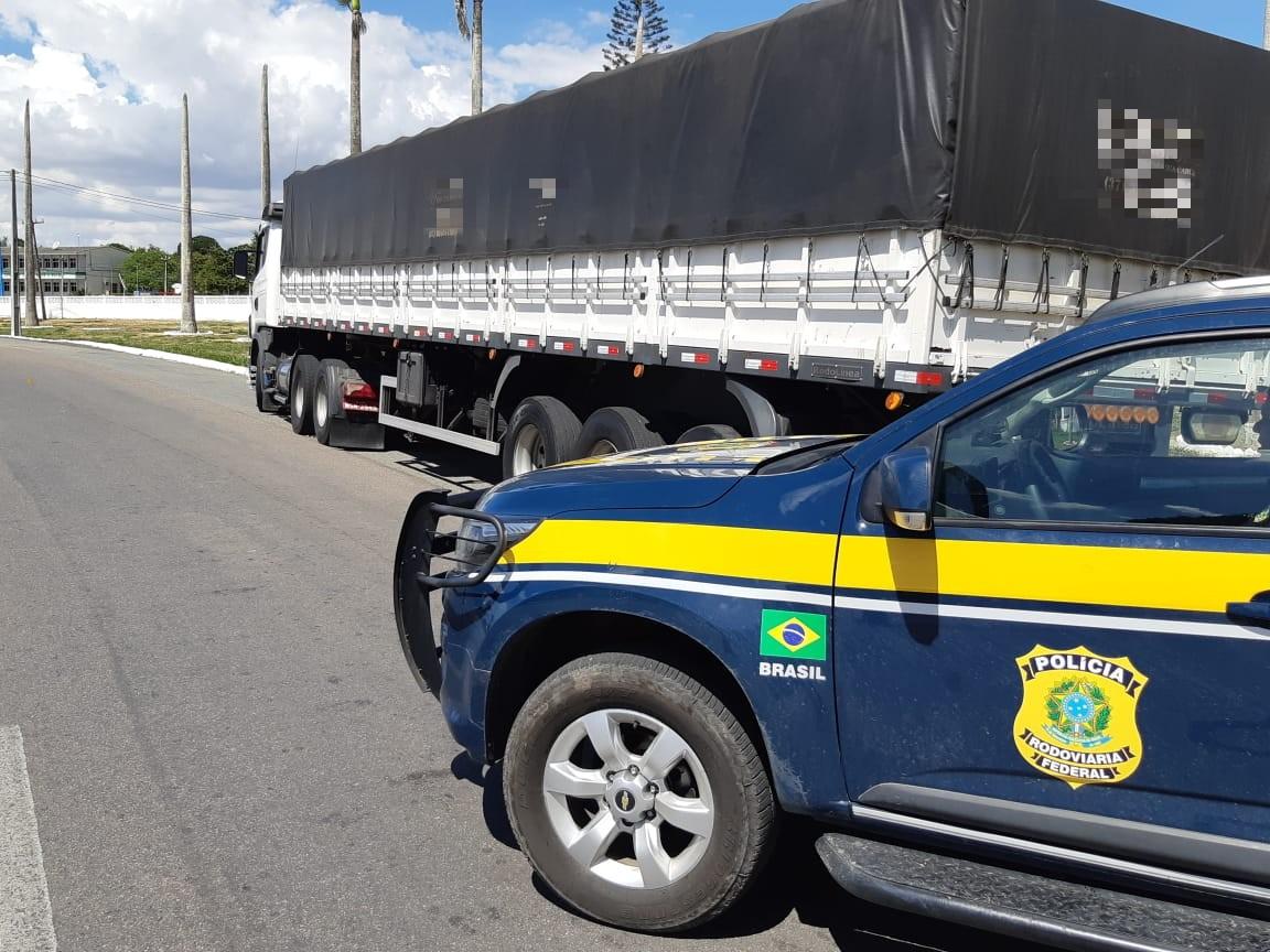 7575c852f PRF apreende em Garanhuns caminhão carregado com calçados falsificados –  Rádio Liberdade