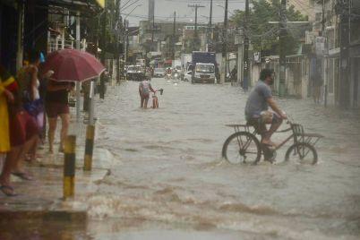 Chuva-Recife-foto-Rafael-Furtado-FolhaPE.jpeg