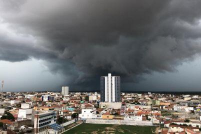 Chuva-em-Santa-Cruz-foto-Léo-Figueirôa.jpg