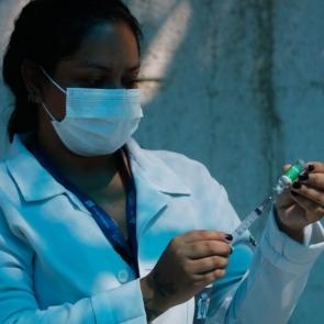 Covid-19: Brasil registra 21,2 milhões de casos e 592,3 mil mortes