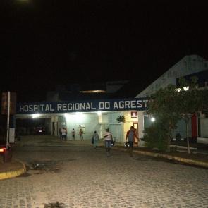 Homem e mulher trocam tiros com a polícia em Caruaru e morrem no hospital