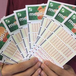 Mega-Sena acumula e prêmio vai a 10 milhões de reais