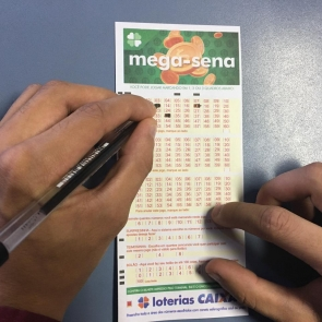 Mega-Sena acumula e prêmio vai a 40 milhões de reais