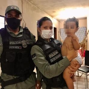 Policiais militares ajudam a salvar criança asfixiada em Caruaru