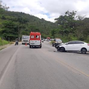 Acidente deixa três pessoas feridas na BR-104, em Caruaru