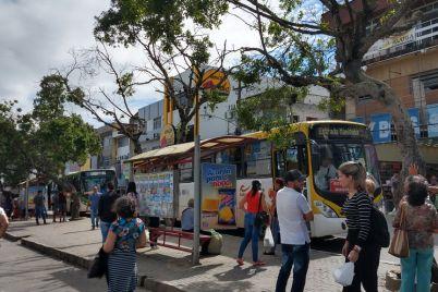 Ponto-de-Ônibus-1-foto-Helenivaldo-Pereira.jpg
