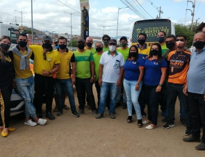 Donos de autoescolas e instrutores realizaram um protesto em Caruaru
