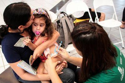 Vacina-foto-Arnaldo-Felix-Sec-Saúde-Caruaru.jpg
