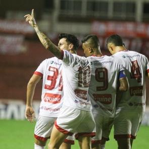 Decisivo, Jean Carlos garante vitória do Náutico por 2×1 diante do Brasil de Pelotas