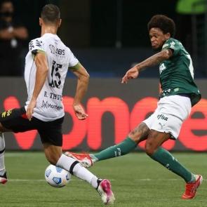 Sport sai na frente, não consegue segurar pressão e sofre virada para o Palmeiras