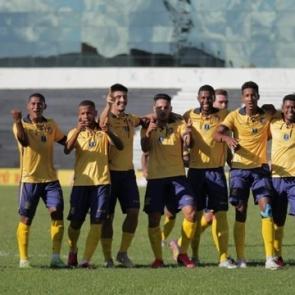 Retrô goleia o Vitória e garante permanência na primeira divisão do Pernambucano